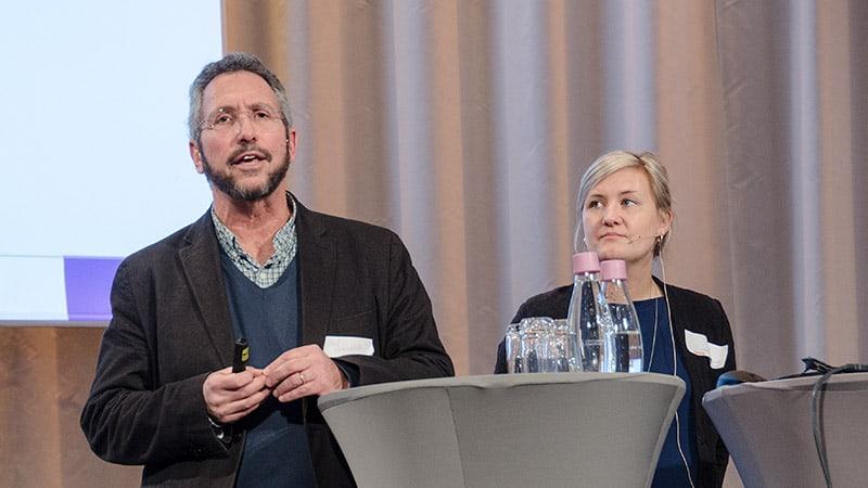 David Rosenberg och Elisabeth Argentzell presenterar sin forskning om Peer Support.